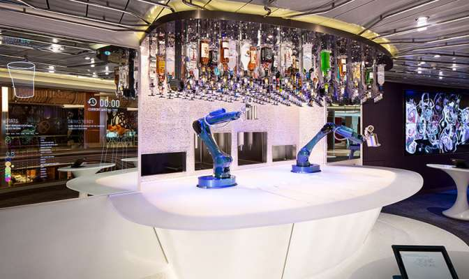 Bionic cocktailbar - Robotarmen maken op uw cocktail op de Symphony of the Seas